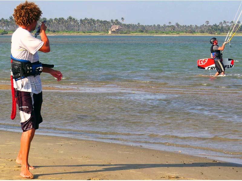Kiteschule_Kiteunterricht_Kalpitiya_Sri_Lanka_Funkschulung